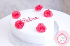 Gâteaux personnalisés, Paris,Gourmandise, Anniversaire, Gâteau d'anniversaire, Cake design Paris, Birthday cake, Coeur, Love, Amour, Rose, Rouge, Blanc, Sobre, Délicat, Pâtisserie