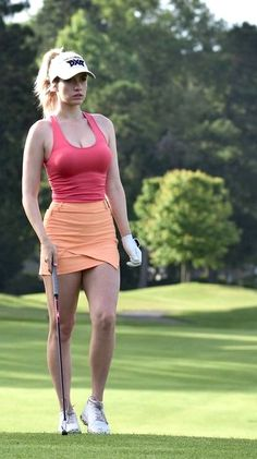 If you reside in a very warm climate and love to golf often, without doubt you have several pair of women's golf skorts. Ladies golf shorts and skorts are a great way to appear and feel feminine Girl Golf Outfit, Cute Golf Outfit, Girls Golf, Ladies Golf, Golf Sexy, Lpga Golf, Athletic Skirts, Actrices Sexy, Golf Skirts