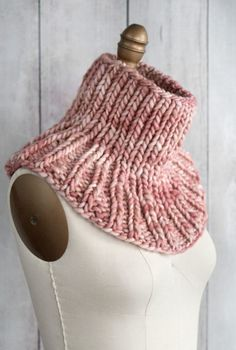 Free knitting pattern - Manos del Uruguay Franca - Cocktail Umbrella Cowl