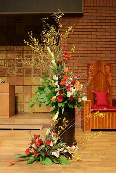 Basket Flower Arrangements, Altar Flowers, Church Flowers, Beautiful Flower Arrangements, Unique Flowers, Small Flowers, Amazing Flowers, Floral Arrangements, Chinese New Year Flower
