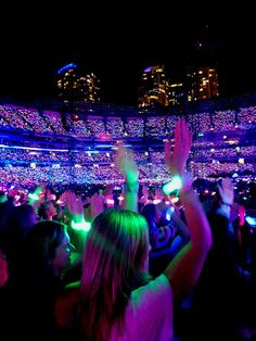 Xylobands lighting up for Coldplay on the A Head Full of Dreams tour