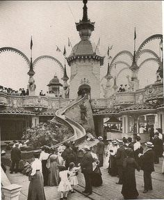 Photo of a slide in Lunar Park. Luna Park was an amusement park at Coney Island, Brooklyn, New York City from 1903 to The architecture was quite. Vintage Glam, Vintage New York, Vintage Theme, Vintage Pictures, Old Pictures, Old Photos, Uppsala, Coney Island Amusement Park, Amusement Parks