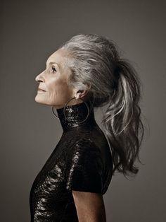 английскую модель Дафну Селф (Daphne Selfe), самую возрастную модель мира. В свои 86 лет она не собирается на пенсию