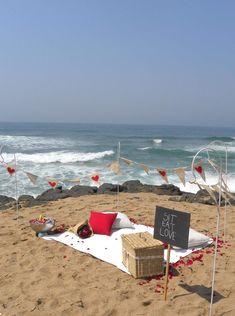 Romantic beach date Romantic Picnics, Romantic Beach, Romantic Places, Beach Dinner, Beach Picnic, Wedding Proposals, Marriage Proposals, Picnic Engagement, Beach Engagement