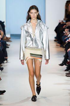 Paco Rabanne: verão da grife empacota esporte, futurismo e militar - Vogue | Desfiles