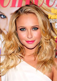 Hayden Panettiere's semi-tousled beachy waves