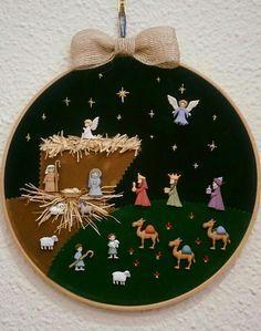 Resultado de imagen de pesebres de botones Christmas Sewing, Christmas Nativity, Christmas Fabric, Christmas Wood, Christmas Projects, Merry Christmas, Christmas Ornaments, Decor Crafts, Diy And Crafts