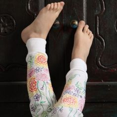 A little puff paint can adorn some fun leggings and make them instant artwork on your legs!