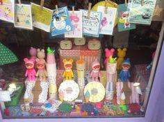 Vitrine de Pâques. Lapin & Me Woodland dolls, so cute and kitschy! Caravane Faubourg boutique, Paris. Poétique pour Enfants. Concept store, Deco, Cadeaux, Naissances.