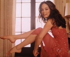 Kristin Kreuk is a beautiful Canadian actress, best known for her role in the television show Smallville. Kristin Kreuk Smallville, Lana Lang Smallville, Mandy Moore, Kristen Kreuk, Prettiest Actresses, Canadian Actresses, Hot Brunette, Kirsten Dunst, Celebrity Feet