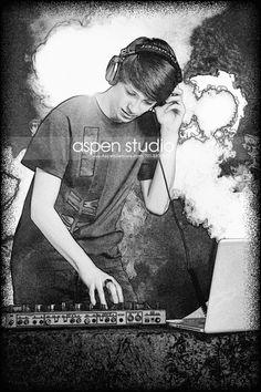 #aspenstudio #guyseniorpictures #seniorphotos #bw #seniorphotography #seniorpics #dj #music #artistic #lights #headphones