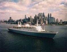SS Rotterdam bij new york