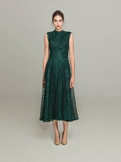 <b>PR 1652 <br>Sleeveless Guipure Lace Open Back Midi Dress, Deep…