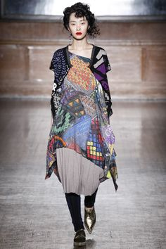 Vivienne Westwood Red Label Fall 2016 Ready-to-Wear Fashion Show  http://www.theclosetfeminist.ca/   http://www.vogue.com/fashion-shows/fall-2016-ready-to-wear/vivienne-westwood-red-label/slideshow/collection#16