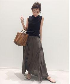 L'Appartement DEUXIEME CLASSE(アパルトモン ドゥーズィエム クラス)公式コーディネートスナップ、BUYER.YおすすめのJERSEY GATHER SKIRT《ジャージギャザースカート》。着用アイテムはオンラインでご購入いただけます。全品送料無料、最短翌日お届け、通常3%ポイント還元。 Skirt Fashion, Fashion Outfits, Womens Fashion, Laura Lee, Gathered Skirt, Street Chic, Street Art, Skirt Outfits, Daily Fashion
