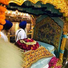 Sikh Quotes, Gurbani Quotes, True Love Quotes, Quotes About God, Guru Nanak Ji, Harmandir Sahib, Guru Pics, Golden Temple Amritsar, Sri Guru Granth Sahib