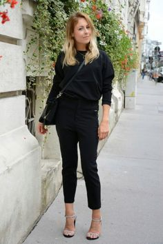 Black pants, black sweater and strappy sandals. Lovely fall outfit!