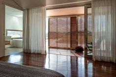 Bedroom / Duplo caixilho / varanda que pode ser encerrada Home Reno, Furniture, Decor, Minimalist Home, Play Areas, Couple Room, Windows, Bedrooms, Arquitetura
