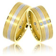 Beneficiind de o cromatica deosebita, cele doua inele de nunta din aur galben si alb de 14K sunt perfecte pentru un cuplu modern. Finisajele de tip mat satin contribuie la eleganta acestei superbe perechi de verighete. Bangles, Bracelets, Rings For Men, Wedding Rings, Slip On, Victoria, Sandals, Leather, Jewelry