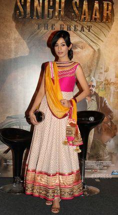 Amrita Rao looking pretty in an anarkali. #Bollywood #Fashion #Style #salwaar kameez #chudidar #chudidar kameez #anarkali #anarkali suits #dress #indian #outfit  #shaadi #bridal #fashion #style #desi #designer #wedding #gorgeous #beautiful