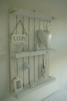 pallet with white decoration, would look great against the wall with a wooden table in front of it..