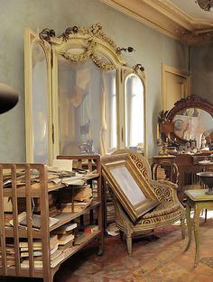 Abandoned Paris 1939 apartment filled with priceless turn of the century furnishings.