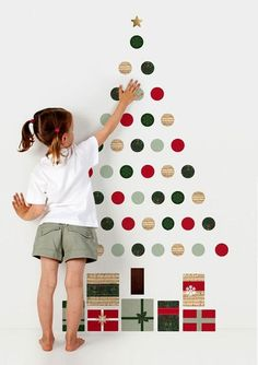 Альтернативные новогодние елки: декоративные силуэты на стене