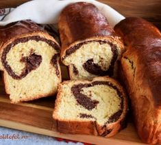 SPIRALE CU SUNCA SI CASCAVAL - Rețete Fel de Fel Banana Bread, Cake, Desserts, Food, Tailgate Desserts, Deserts, Kuchen, Essen, Postres