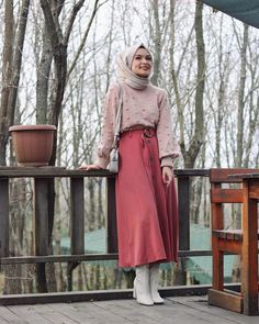 33 ideas fashion hijab casual simple shoes for 2019 Muslim Fashion, Modest Fashion, Skirt Fashion, Hijab Fashion, Trendy Fashion, Boho Fashion, Fashion Dresses, Dress Outfits, Hijab Casual