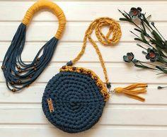 """180 Likes, 7 Comments - Natália Salgado (@_nataliasalgado) on Instagram: """"BOM DIA❣ Linda #inspiração do dia. #Bolsa e #colar de #fiodemalha  @live.love.crochet #inspiration…"""""""