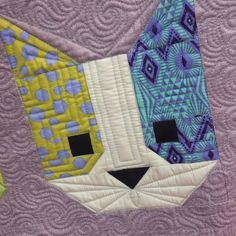 Cat block by Angela Walters Adding details with the quilting This adorable kitty made by (pattern by was so much fun! Dog Quilts, Animal Quilts, Barn Quilts, Small Quilts, Mini Quilts, Quilting Projects, Quilting Designs, Quilting Ideas, Elizabeth Hartman Quilts