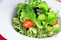 Gnocchi zo sladkých zemiakov s tvarohovým prelivom a malinami Seaweed Salad, Gnocchi, Lettuce, Tofu, Pesto, Cabbage, Juice, Food And Drink, Vegan