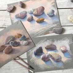 Прошлым летом на Родосе я рисовала камни, а также привезла этот живописный урожай в Москву. С того момента я очень хотела порисовать камешки с учениками. И вот сегодня в @kalachevaschool на курсе для продолжающих мы этим и займёмся. Как раз тема - реализм :)