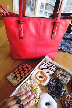 {click thru to shop} iPhone 7 glitter case + leather satchel with crossbody strap + black druzy double ring @kendrascott @verabradley