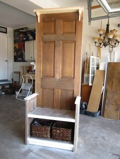 NapadyNavody.sk   Ako si vyrobiť vešiakovú stenu zo starých dverí