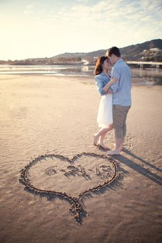 Vintage Meets Nautical E-Session - Belle the Magazine . The Wedding Blog For The Sophisticated Bride