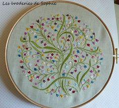 Le pouvoir des fleurs Avril 2013 Satin stitch, stem stitch, french knots
