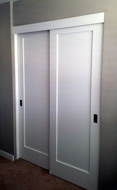 Closet doors are necessary, but commonly ignored when it involves space décor. Develop a makeover for your room with these closet door ideas. It is necessary to develop one-of-a-kind closet door ideas to enhance your home design. Closet Door Makeover, Sliding Closet Doors, Wardrobe Doors, Modern Closet Doors, Accordion Doors Closet, Replacing Closet Doors, Ikea Closet Doors, Closet Door Handles, Double Closet Doors