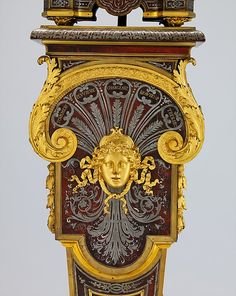 Clock with pedestal