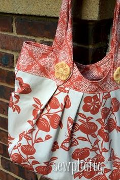 review of the Nikki Tote bag pattern w/ tips and tricks!