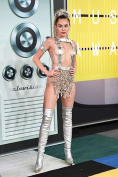 Miley Cyrus arrived in a custom Versace ensemble at the 2015 MTV VMAs