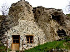 Regards et Vie d'Auvergne: Visitons l'Auvergne : les habitations Troglodytes ... Clermont Ferrand, Rhone, Troglodytes, Land Scape, Mount Rushmore, Mountains, Architecture, House Styles, Travel