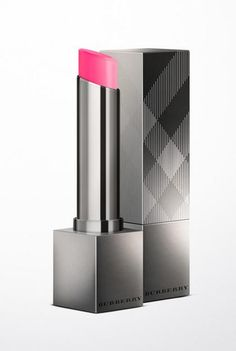 Moisturising sheer lipstick Luminous glossy finish Hydrates for up to 6 hours Case inspired by classic Burberry pattern. Sheer Lipstick, Dark Lipstick, Burberry Pattern, Elle Fashion, Orange Poppy, Lipstick Brands, Makeup Items, Make Up Collection, Oxblood