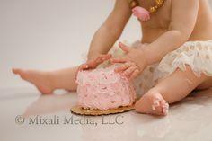 Gracie is ONE! {Cake Smash}  Photography by Mixali  Mixali Media #Mixalimedia