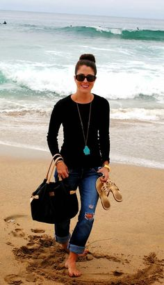 Cute, casual beach outfit- great statement necklace!