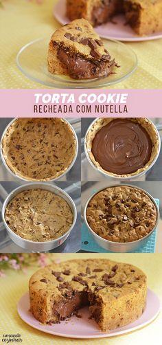 Torta Cookie recheada com Nutella. Aprenda a fazer essa receita deliciosa com muito chocolate! A torta fica crocante da medida certa! Yummy Food, Tasty, Sweet Recipes, Cheap Recipes, Fast Recipes, Love Food, Bakery, Food Porn, Dessert Recipes