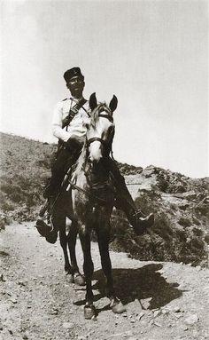 """Ο Hubert Pernot στα Σφακιά 1913. Hubert Pernot """"Εξερευνώντας την Ελλάδα. Φωτογραφίες 1898-1913"""" Art, Kunst, Art Education, Artworks"""