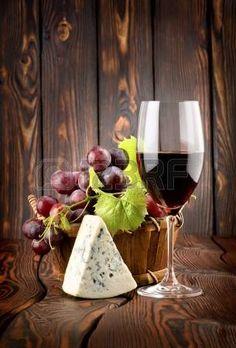 Vin et fromage bleu photo Art Du Vin, Wine Bottle Glasses, Alcohol Bar, Rim Light, Wine Painting, Wine Photography, Decoupage Vintage, Wine Art, In Vino Veritas