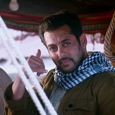 Nature Photography and Taking Beautiful Natural Photos Salman Khan Photo, Aamir Khan, Salman Khan Wallpapers, Hymen, Sr K, King Of Hearts, Being Good, Bollywood Stars, Dream Guy