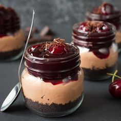 Delicious make-ahead, no-bake chocolate cherry cheesecake with oreo base. Ready in 20 minutes!